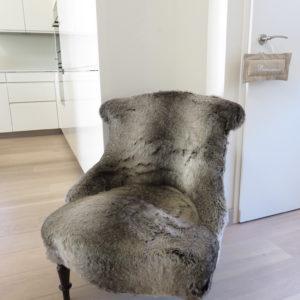fauteuil Napoléon III avec fourrure loup